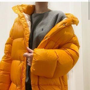 Aritzia tna the mega puff sz m orange